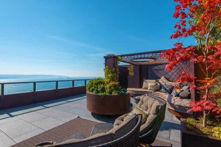 """Photo 38: 2001 1835 MORTON Avenue in Vancouver: West End VW Condo for sale in """"Ocean Towers"""" (Vancouver West)  : MLS®# R2585366"""