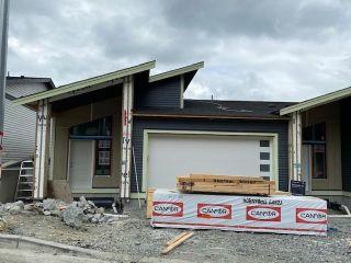 "Photo 2: A 50233 LUNA Place in Chilliwack: Eastern Hillsides 1/2 Duplex for sale in ""Cascade"" : MLS®# R2590336"