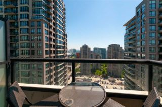 """Photo 4: 2208 928 HOMER Street in Vancouver: Yaletown Condo for sale in """"Yaletown Park"""" (Vancouver West)  : MLS®# R2373790"""