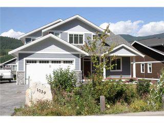 Photo 2: 1039 JAY CR in Squamish: Garibaldi Highlands House for sale : MLS®# V1079299