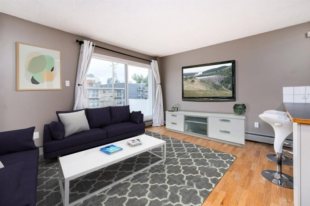 Main Photo: 304 126 24 Avenue SW in Calgary: Mission Apartment for sale : MLS®# A1146945