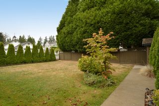 """Photo 10: 13151 15A Avenue in Surrey: Crescent Bch Ocean Pk. House for sale in """"Ocean Park"""" (South Surrey White Rock)  : MLS®# F1423059"""
