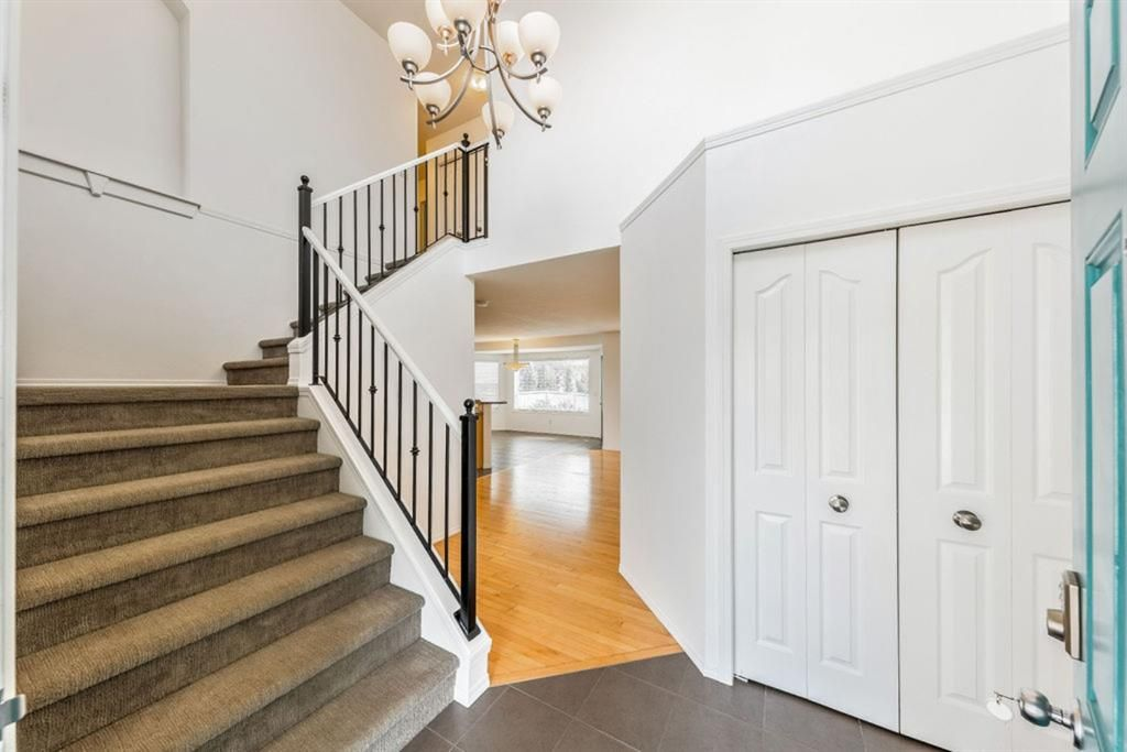 Photo 3: Photos: 53 Bridleridge Heights SW in Calgary: Bridlewood Detached for sale : MLS®# A1129360