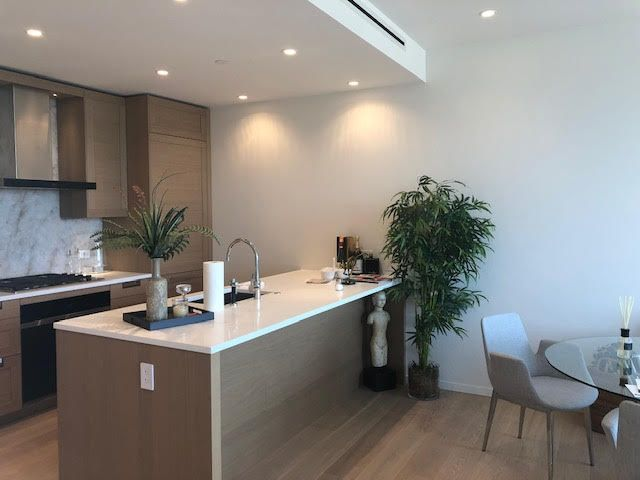 Photo 3: Photos: 502-1355 Bellevue Ave in West Vancouver: Ambleside Condo for rent