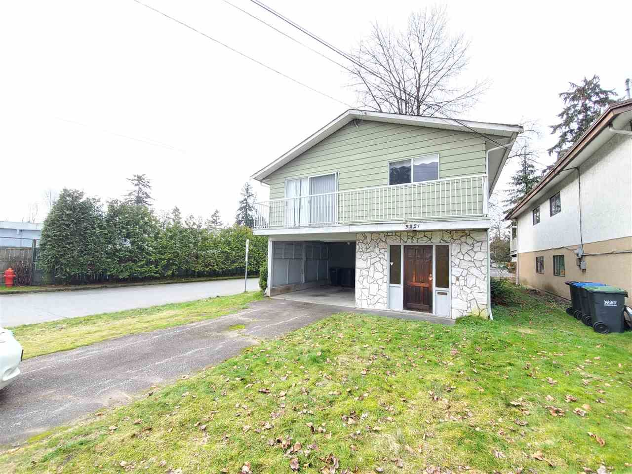 Main Photo: 3321 HASTINGS Street in Port Coquitlam: Woodland Acres PQ House for sale : MLS®# R2536179