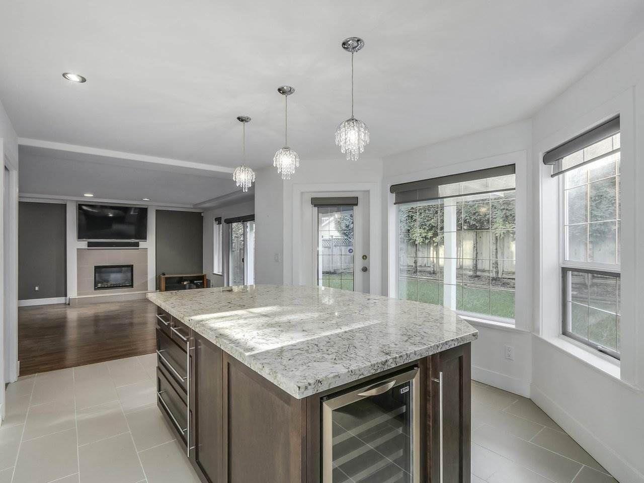 Photo 10: Photos: 12548 25A Avenue in Surrey: Crescent Bch Ocean Pk. House for sale (South Surrey White Rock)  : MLS®# R2328780