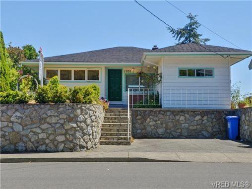 Main Photo: 1931 Hampshire Rd in VICTORIA: OB North Oak Bay House for sale (Oak Bay)  : MLS®# 735912