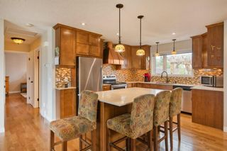 Photo 3: 131 Queensland Circle SE in Calgary: Queensland Detached for sale : MLS®# A1148253