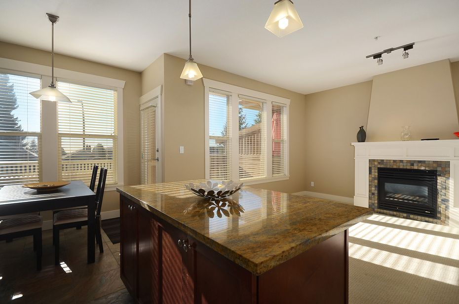 """Main Photo: 229 E QUEENS RD in North Vancouver: Upper Lonsdale Townhouse for sale in """"QUEENS COURT"""" : MLS®# V1045877"""