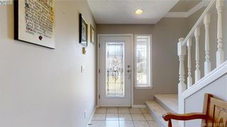Photo 3: 214 Flicker Lane in VICTORIA: La Florence Lake House for sale (Langford)  : MLS®# 838008