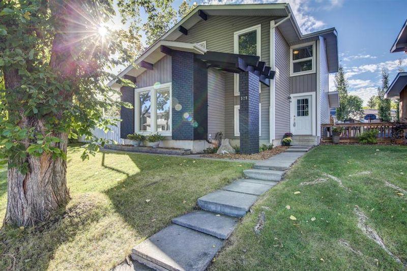 FEATURED LISTING: 919 MIDRIDGE Drive Southeast Calgary