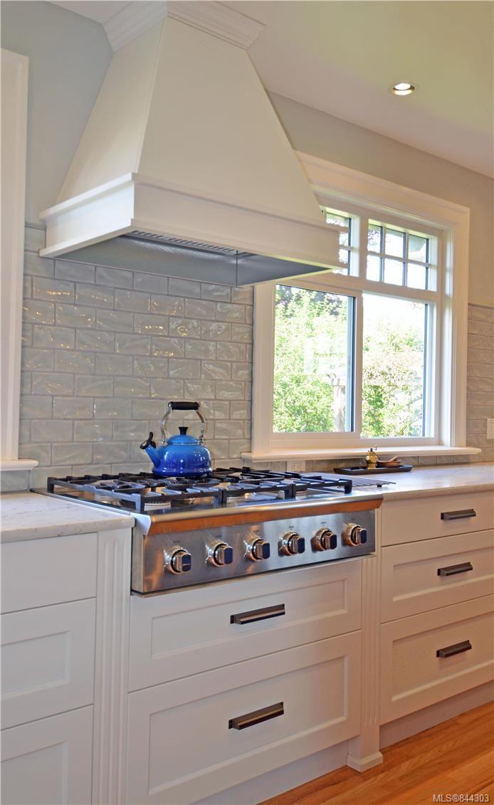 Photo 4: Photos: 2420 Nottingham Rd in Oak Bay: OB Estevan House for sale : MLS®# 844303