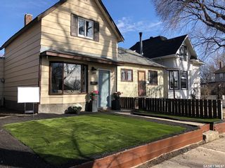 Photo 1: 406 I Avenue North in Saskatoon: Westmount Residential for sale : MLS®# SK851916
