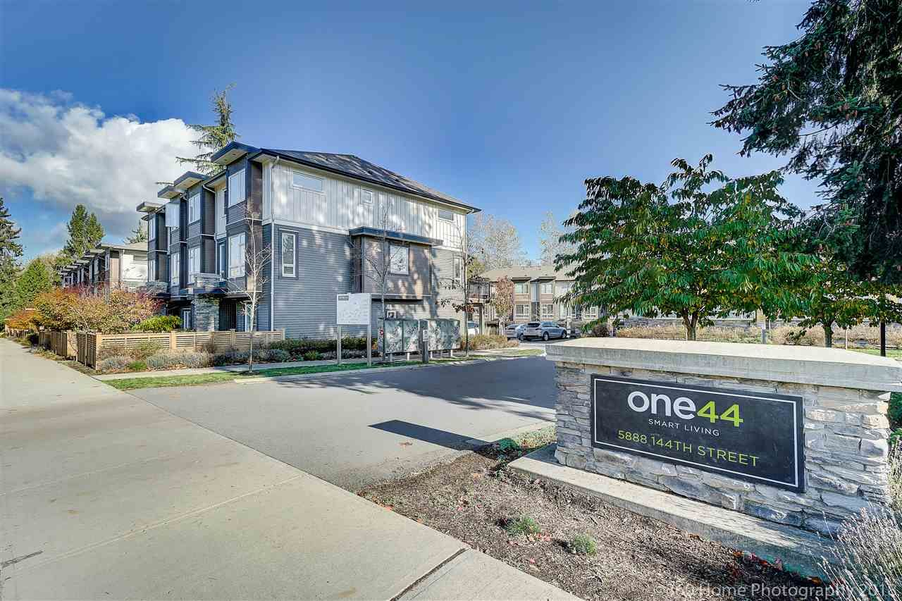 Main Photo: 36 5888 144 Street in Surrey: Sullivan Station Townhouse for sale : MLS®# R2319624
