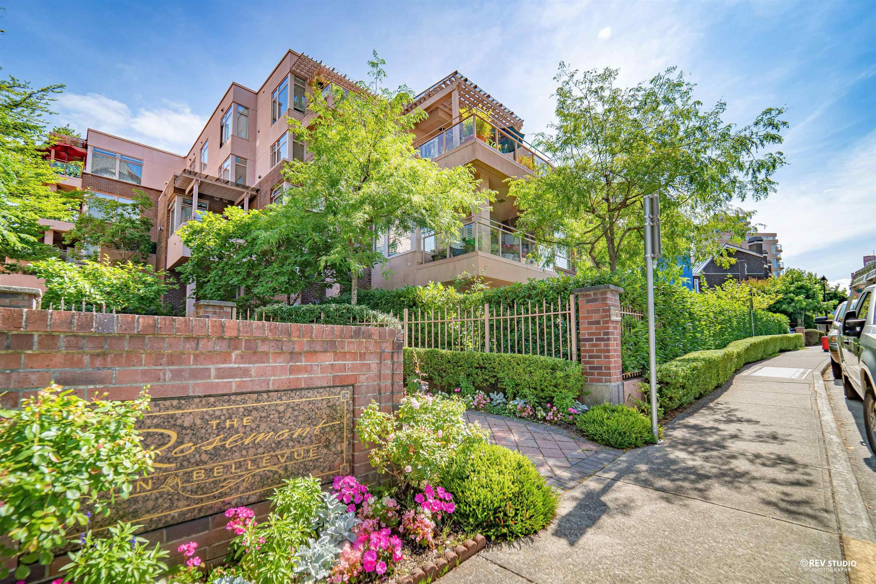 """Main Photo: 304 2271 BELLEVUE Avenue in West Vancouver: Dundarave Condo for sale in """"Rosemont"""" : MLS®# R2618962"""