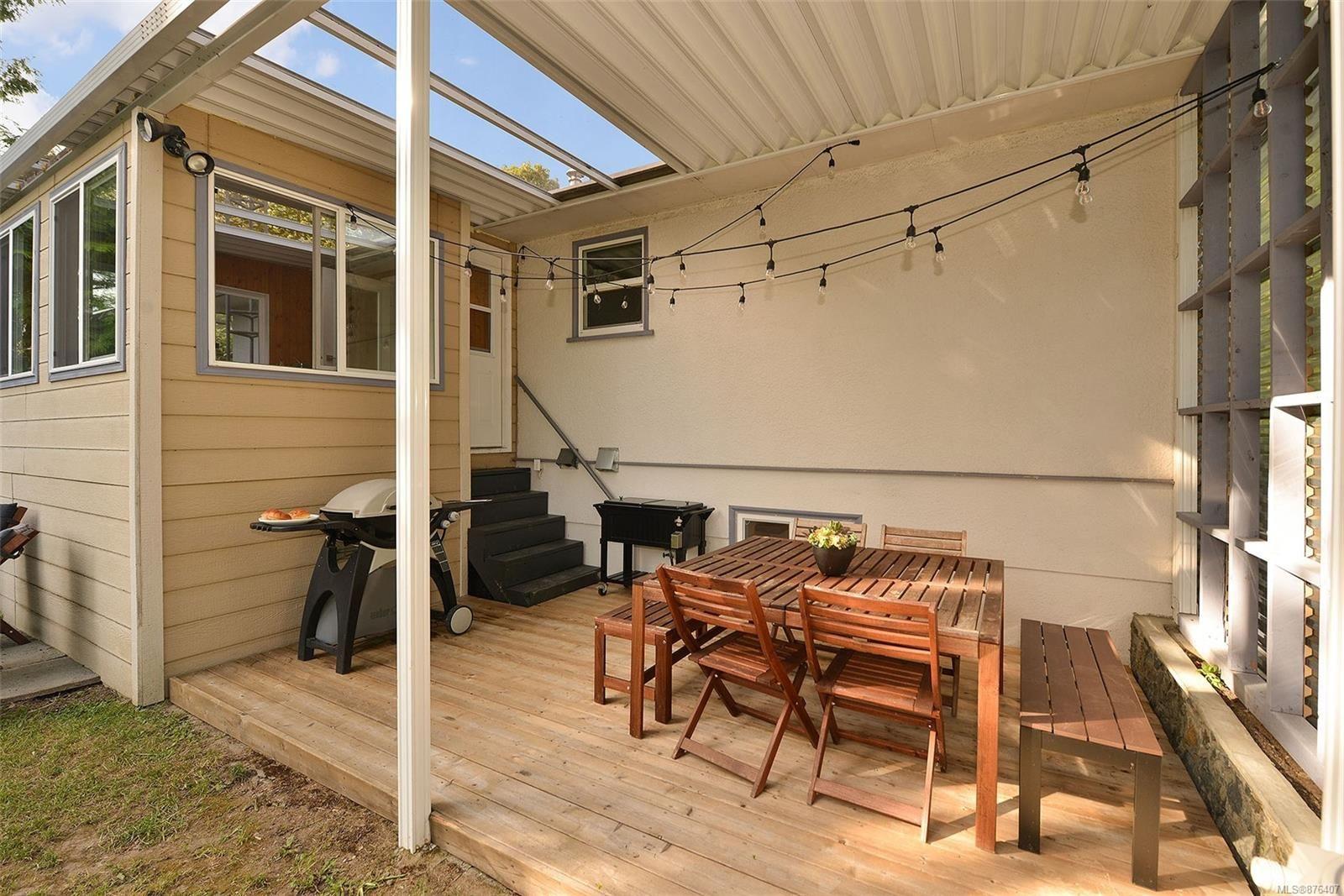 Photo 4: Photos: 631 Cowper St in Saanich: SW Gorge House for sale (Saanich West)  : MLS®# 876407