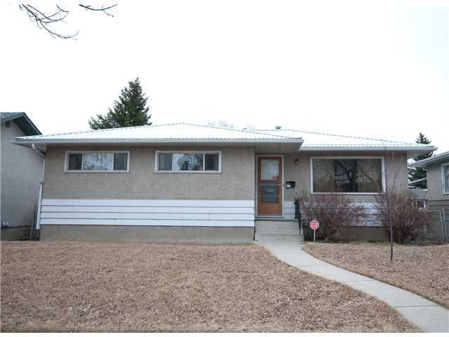 Main Photo: 4340 BRISEBOIS Drive NW in Calgary: Brentwood_Calg Residential Detached Single Family for sale : MLS®# C3622059