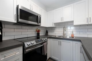 Photo 9: 305 2940 Harriet Rd in : SW Gorge Condo for sale (Saanich West)  : MLS®# 869511