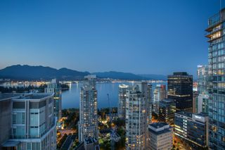 """Photo 2: 3302 1238 MELVILLE Street in Vancouver: Coal Harbour Condo for sale in """"POINTE CLAIRE"""" (Vancouver West)  : MLS®# R2615681"""