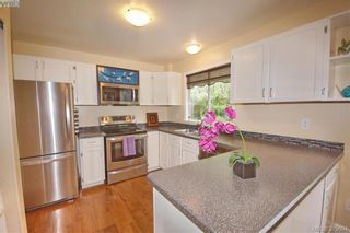 Photo 5: 1057 Tulip Ave in VICTORIA: SW Strawberry Vale House for sale (Saanich West)  : MLS®# 762592