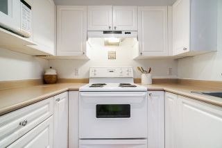 """Photo 15: 332 9979 140 Street in Surrey: Whalley Condo for sale in """"SHERWOOD GREEN"""" (North Surrey)  : MLS®# R2532582"""