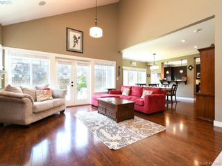 Photo 3: 1215 Clearwater Pl in VICTORIA: La Westhills House for sale (Langford)  : MLS®# 820809