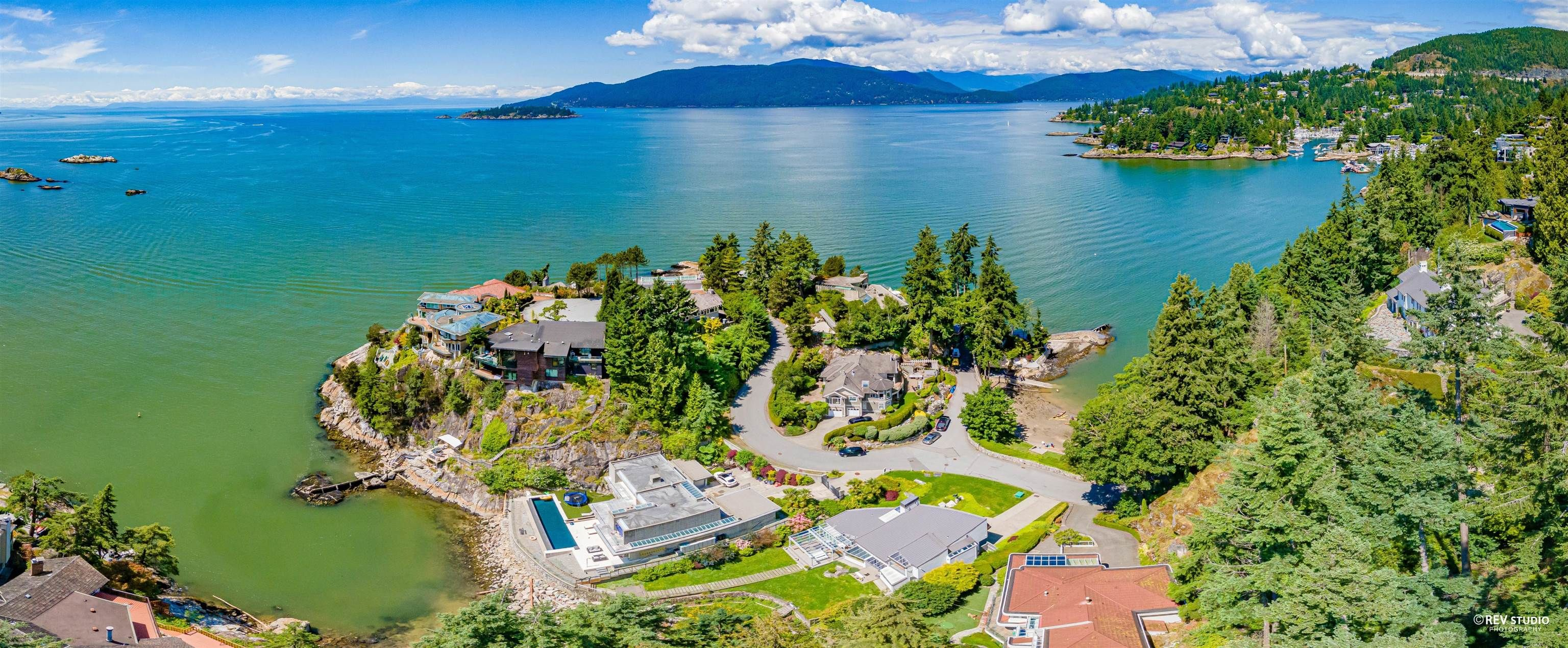 Main Photo: 5360 SEASIDE Place in West Vancouver: Caulfeild House for sale : MLS®# R2618052