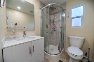 """Photo 10: 54 7790 KING GEORGE Boulevard in Surrey: East Newton Manufactured Home for sale in """"Crispen Bays"""" : MLS®# R2582612"""