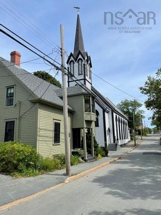 Photo 2: 105 Townsend Street in Lunenburg: 405-Lunenburg County Residential for sale (South Shore)  : MLS®# 202122372
