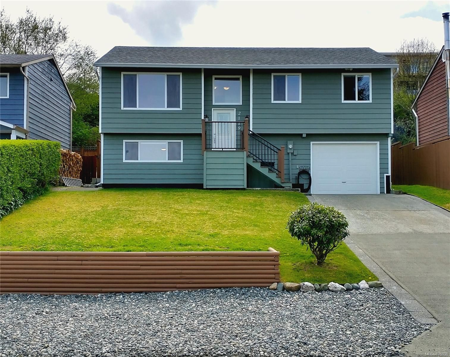 Main Photo: 2129 Pioneer Hill Dr in : NI Port McNeill House for sale (North Island)  : MLS®# 876038