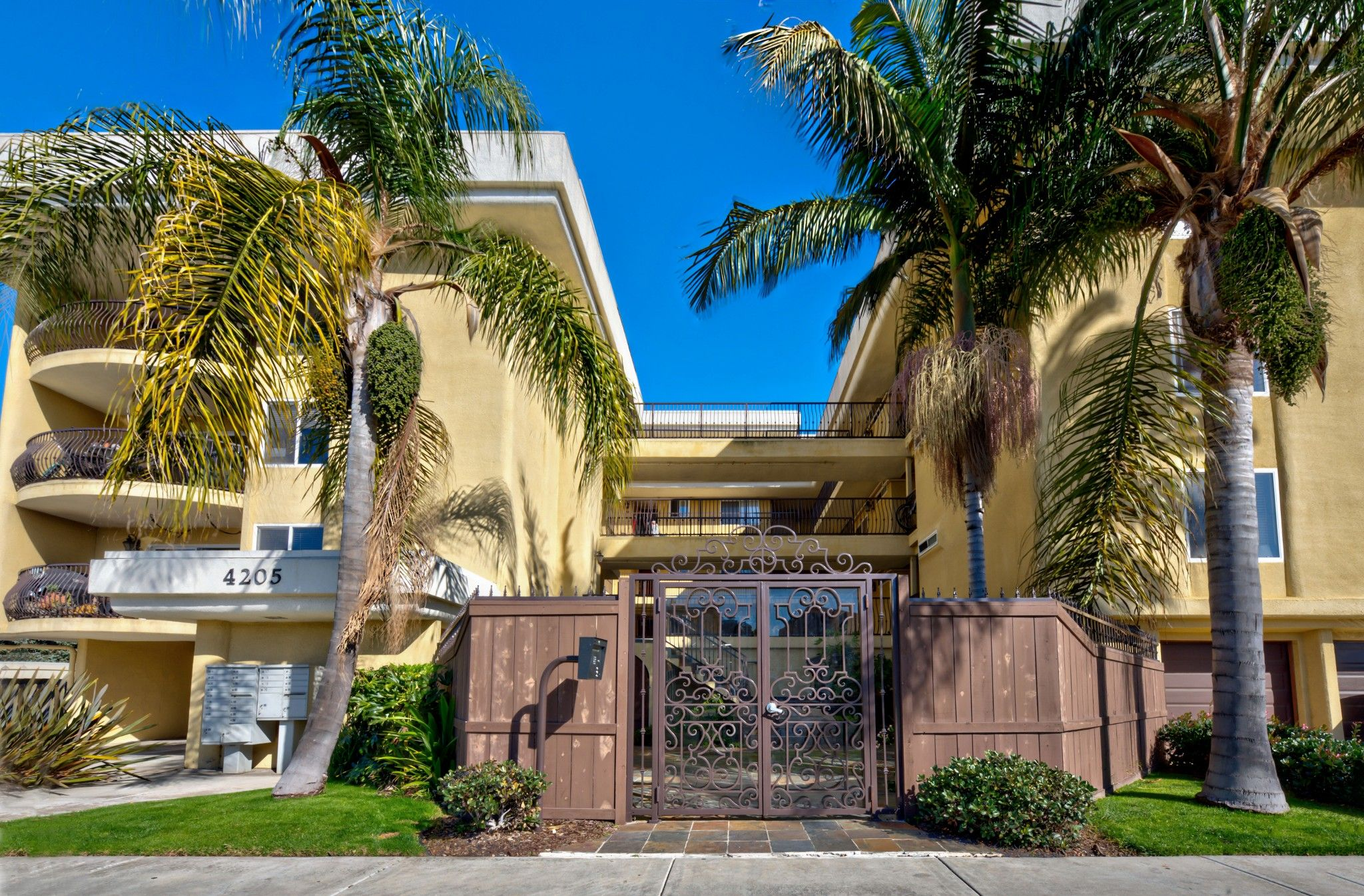 Main Photo: Condo for sale : 1 bedrooms : 4205 Lamont St #8 in San Diego