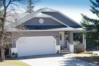 Photo 1: 88 Strathlorne Crescent SW in Calgary: Strathcona Park Detached for sale : MLS®# A1097538
