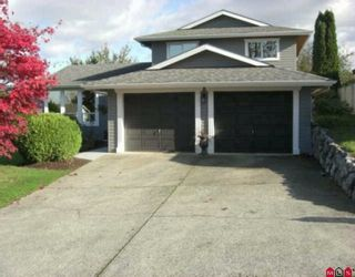 """Photo 1: 3654 HURST Crescent in Abbotsford: Abbotsford East House for sale in """"ROBERT BATEMAN PARK"""" : MLS®# F2923718"""