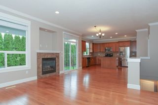 Photo 4: 19755 68A AVENUE in Langley: Home for sale : MLS®# R2153628