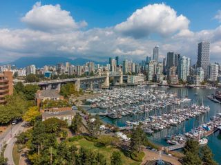 """Photo 23: 405 1490 PENNYFARTHING Drive in Vancouver: False Creek Condo for sale in """"Harbour Cove"""" (Vancouver West)  : MLS®# R2615809"""