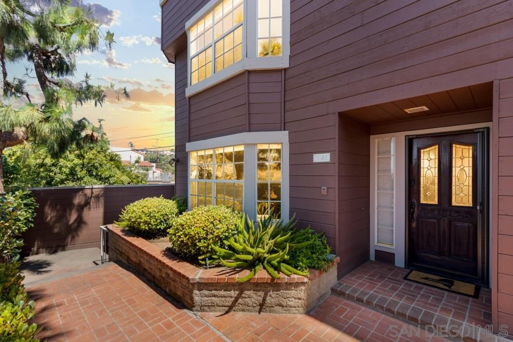 Main Photo: MISSION HILLS Townhouse for sale : 2 bedrooms : 1806 MCKEE ST #A1 in San Diego