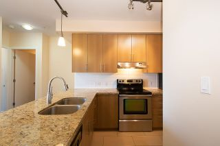 """Photo 2: 301 5211 GRIMMER Street in Burnaby: Metrotown Condo for sale in """"OAKTERRA"""" (Burnaby South)  : MLS®# R2364778"""