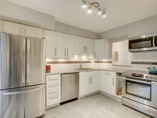 """Photo 9: 1046 IRONWORK Passage in Vancouver: False Creek Townhouse for sale in """"SPRUCE VILLAGE"""" (Vancouver West)  : MLS®# R2253346"""