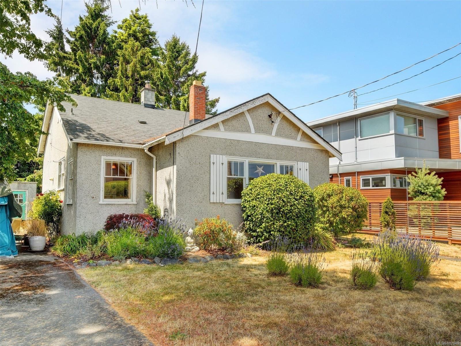 Main Photo: 942 Monterey Ave in : OB South Oak Bay House for sale (Oak Bay)  : MLS®# 882849