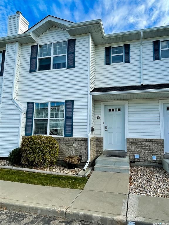 Main Photo: 39 203 Herold Terrace in Saskatoon: Lakewood S.C. Residential for sale : MLS®# SK872270