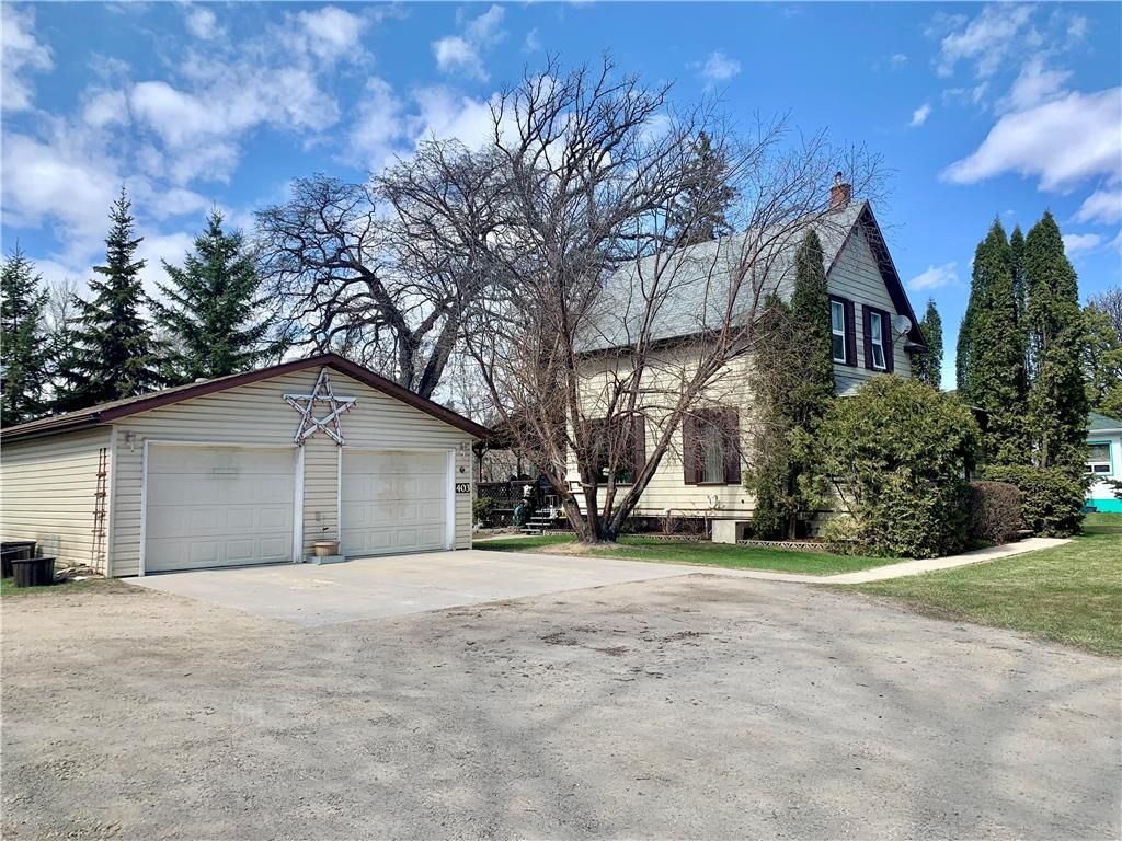 Main Photo: 403 1st Street Northwest in Dauphin: Northwest Residential for sale (R30 - Dauphin and Area)  : MLS®# 202111064