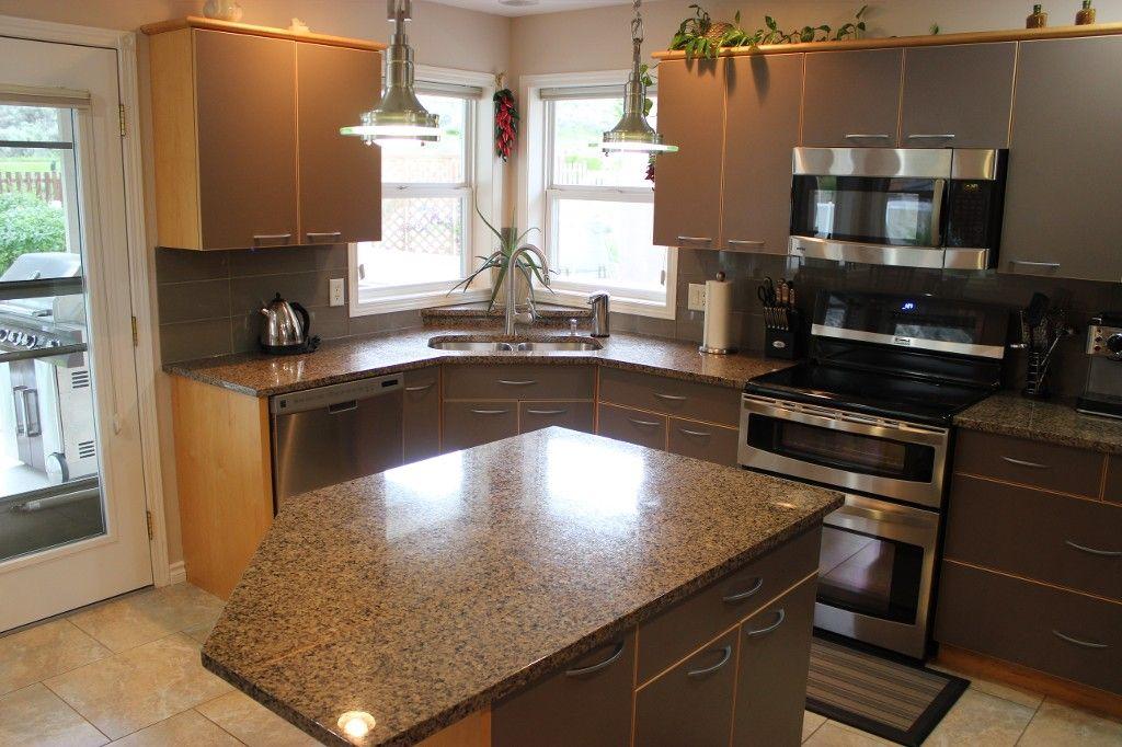 Photo 10: Photos: 3581 Navatanee Drive in Kamloops: Rivershore Estates House for sale : MLS®# 117351
