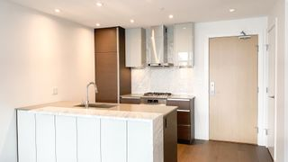 """Photo 8: 2205 4670 ASSEMBLY Way in Burnaby: Metrotown Condo for sale in """"Station Square"""" (Burnaby South)  : MLS®# R2625336"""