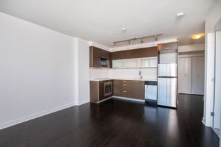 """Photo 10: 2002 10777 UNIVERSITY Drive in Surrey: Whalley Condo for sale in """"CITY POINT"""" (North Surrey)  : MLS®# R2595806"""