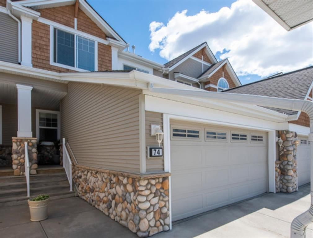 Main Photo: 74 Discovery Heights SW in Calgary: Discovery Ridge Row/Townhouse for sale : MLS®# A1104755