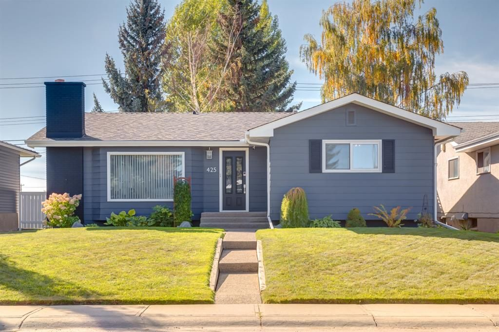 Main Photo: 425 Woodland Crescent SE in Calgary: Willow Park Detached for sale : MLS®# A1149903