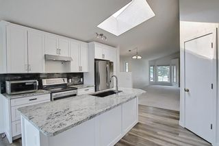 Photo 9: 140 Valley Meadow Close NW in Calgary: Valley Ridge Detached for sale : MLS®# A1146483