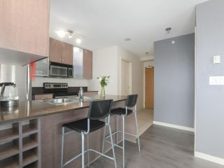 "Photo 9: 1505 977 MAINLAND Street in Vancouver: Yaletown Condo for sale in ""YALETOWN PARK 3"" (Vancouver West)  : MLS®# R2387511"