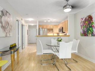 """Photo 5: 112 2628 YEW Street in Vancouver: Kitsilano Condo for sale in """"Connaught Place"""" (Vancouver West)  : MLS®# R2171360"""