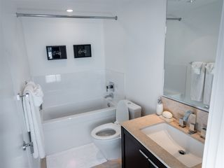 """Photo 10: 1407 1320 CHESTERFIELD Avenue in North Vancouver: Central Lonsdale Condo for sale in """"THE VISTA"""" : MLS®# R2108506"""